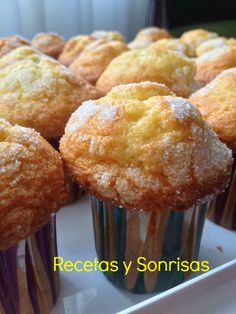 MAGDALENAS DE NARANJA Y NATA Mexican Sweet Breads, Mexican Bread, Muffins, Tapas, Spanish Desserts, Mexican Dessert Recipes, Pan Dulce, Cupcakes, Healthy Cake