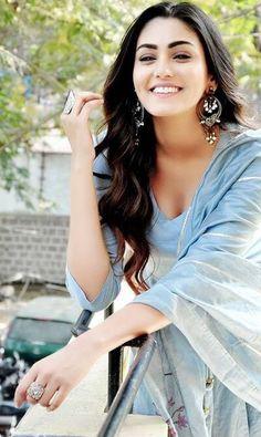Sana Makbul Indian Girls, Divas