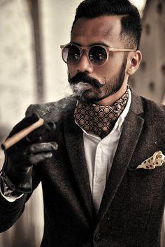 Esas gafas le quedarían muchísimo mejor si fueran de madera ;) #Moda #Gentleman #Fashion