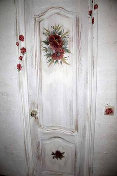 Для молодой пары декупаж дверей  Современная спальня.