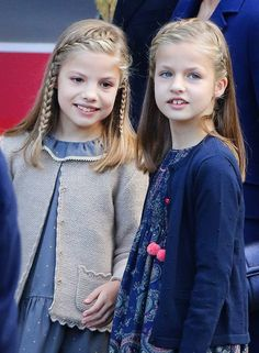 """""""Belgium royal family attends Te Deum in the Sint-Michiels-en-Sint-Goedelekathedraal in Brussel on behalf of Kingsday"""" Hairstyles For School, Straight Hairstyles, Girl Hairstyles, Braided Hairstyles, Toddler Fashion, Kids Fashion, Communion Hairstyles, Queen And Prince Phillip, Girl Hair Dos"""