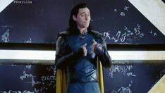 Thor Ragnarok: A moment that is even funnier in context. Where Loki mixes his megalomania with humour, cutenesses and trying to be nice. Thor Y Loki, Marvel Dc Comics, Marvel Avengers, Loki Gif, Thomas William Hiddleston, Tom Hiddleston Loki, Dc Movies, Marvel Movies, Hulk