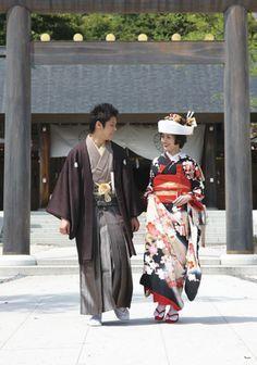 結婚式は艶やかな黒で!浪漫薫る黒引き振袖のススメ - Locari(ロカリ)