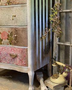 #interiordesign #paintedfurniture #bedroomdecor #interiorstyling #farmhousechic #farmhousestyle #dixiebellepaint #redesignwithprima #cottagedecor #cottagestyle #rusticfurniture #rustic #bohemian #bohostyle #diy #etsyshop #interiordecorating #decorationideas #homedecor #apartmenttherapy #furnituretransfers #decoration #antique #frenchcountry #dekor #farmhouseinspired #farmhousebedroom #diyhomedecor #redesignwithprimatransfers #redesignwithprima Gold Painted Furniture, Decoupage Furniture, Country Furniture, Farmhouse Furniture, Interior Styling, Interior Decorating, Rustic Desk, Wood Dresser, Furniture Restoration