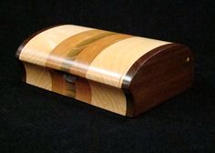Wood Keepsake Box [Good shape but I find more than 2 woods used in a project to make it overly busy (unless in parquet, or something large)] Wooden Jewelry Boxes, Jewellery Boxes, Bandsaw Box, Woodworking Box, How To Make Box, Pretty Box, Wooden Projects, Wooden Art, Small Boxes