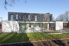 Studio Wezenberg - Twello Modern Buildings, Mansions, House Styles, Inspireren, Home Decor, Google, Mansion Houses, Decoration Home, Manor Houses