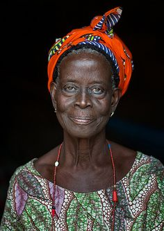 Benin, West Africa, Savalou, a priestess from the voodoo covent of the royal palace | da Eric Lafforgue