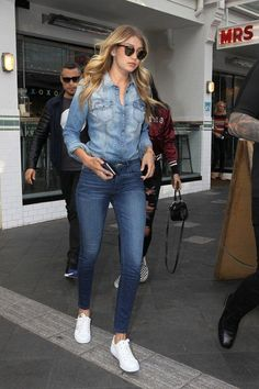 Jean On Jean Outfit Gallery womens denim jackets gigi hadid proves the double denim Jean On Jean Outfit. Here is Jean On Jean Outfit Gallery for you. Jean On Jean Outfit denim jacket outfits to wear 7 days a week fashion wanderer. Denim Fashion, Look Fashion, Fashion Outfits, Womens Fashion, Fasion, Street Fashion, Fashion News, Fall Fashion, Fashion Beauty