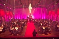 showlightiberia Pink Ribbon Award Gala #decoracioneventos #pinkribbon #eventoscorporativos #chandelierrental #showlight #luxerentals #eventrentals #organizaciondeeventos