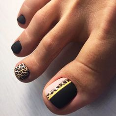 Fashionable girls don't neglect every detail of beauty, including toes.When we wear fashionable sandals in summer, our toe nails also become a beautiful scenery.In addition to manicure nails, please do. Pretty Toe Nails, Cute Toe Nails, Toe Nail Art, Cheetah Nail Art, Gel Toe Nails, Black Toe Nails, Pretty Pedicures, Gel Toes, Toenails