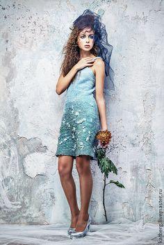 Платье Ионическое. Ионическое платье с барашками волн, с плавным переходом цвета.  Ионическое море теплое, ласковое, небольшое. Поэтому и платье открытое и короткое – для теплой погоды.  ___________________________________    Платье на шелковой подкладке,…