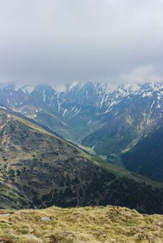 Muntii Fagaras Eastern Europe, Holiday Travel, Lovely Things, Trekking, National Parks, Landscapes, Places To Visit, Holidays, Mountains