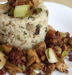 Csiperke blogja: Újhagymás-baconos csirkeragu rozmaringos-gombás tejszínes rizzsel