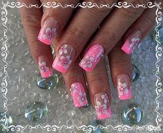 Modellage mit Blumen Ornamente in neon rosa