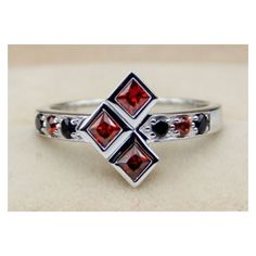 Harley Quinn Ruby et promesse de mariage Black Diamond Engagement Ring... ❤ liked on Polyvore featuring jewelry, rings, engagement rings, black diamond jewelry, ruby jewellery, cartoon jewelry and comic book