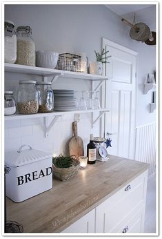 PIENI PILVENHATTARA Rustic Kitchen, Vintage Kitchen, Kitchen Decor, Beach House Kitchens, Home Kitchens, Kitchen Interior, Kitchen Design, New Kitchen Inspiration, Cozinha Shabby Chic