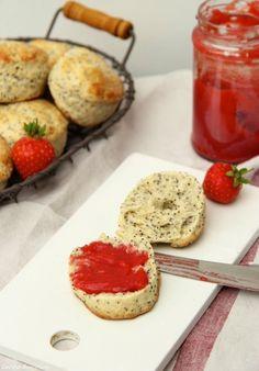 Erdbeer-Marmelade ohne Gelierzucker und Zitronen-Mohn Scones mit Buttermilch…