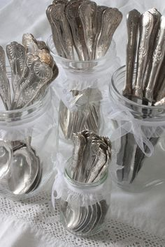 silverware in jars with white sheer ribbon and bow for a buffet Love Vintage, Vintage Silver, Antique Silver, Silverware Holder, Vintage Cutlery, Silver Spoons, Silver Cutlery, Brunch, Flatware Set