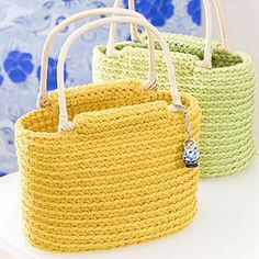 Free crochet patterns and ideas! Crochet patterns for rugs, blankets, baskets and bags. Bag Crochet, Crochet Handbags, Crochet Purses, Diy Handbag, Macrame Bag, Bracelet Cuir, Knitted Bags, Crochet Accessories, Bag Making