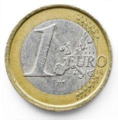 Cogiendo una moneda y poniendo un folio encima con un carboncillo podemos hacer un calco.