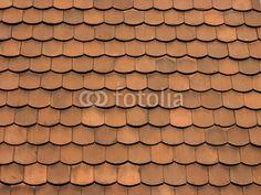 Schindeln aus rotem Ton an einer Fassade in Oerlinghausen im Teutoburger Wald bei Bielefeld in Ostwestfalen-Lippe