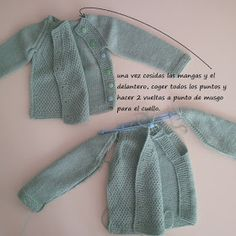 JUBILOCIOS: CHAQUETA BEBÉ PUNTO ARROZ Crochet Tutu, Crochet Kids Hats, Baby Girl Crochet, Crochet For Boys, Crochet Baby Booties, Knitting For Kids, Knit Or Crochet, Baby Cardigan Knitting Pattern, Knitted Baby Cardigan