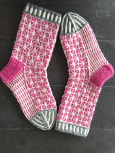 Fair Isle Knitting, Knitting Socks, Hand Knitting, Knitting Patterns, Cosy Socks, Knit Or Crochet, Crochet Clothes, Mittens, Creations