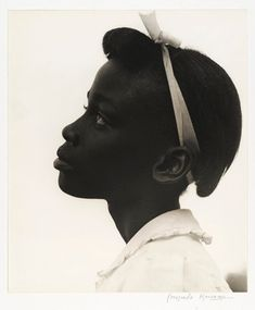 I think this 1948 picture of a young girl by Consuelo Kanaga is one of the most photographic portraits in the collection. Best Beauty Tips, Beauty Hacks, Jamel Shabazz, Hair Afro, Good Beauty Routine, Portraits, Black And White Photography, Beautiful People, Beautiful Lines