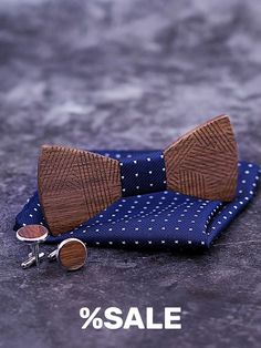#NoeudPapillon #Woodenbowtie #bowtie #Groomsmangift #Fiancé #Groom #Christmaspresent Bow Tie Theme, Bow Tie Party, Bow Tie Wedding, How To Tie Ribbon, Wooden Bow Tie, Cufflink Set, Boys Bow Ties, Gifts For Father, Ties