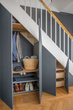 35 Awesome Storage Design Ideas Under Stairs Space Under Stairs, Under Stairs Cupboard, Under The Stairs, Staircase Storage, Staircase Design, Storage Under Stairs, Modern Staircase, Staircase Ideas, Under Stairs Storage Solutions