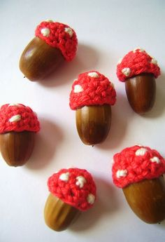 DIY-quick and easy crochet-cute toadstool acorns by silly old suitcase. Love! thanks so xox