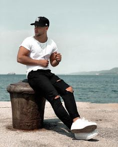 best beach outfit for guys Mode Outfits, Casual Outfits, Fashion Outfits, Stylish Men, Men Casual, Men Street Look, Urban Fashion, Mens Fashion, Fashion Moda