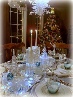 My personal favorite winter tablescape from Dining Delight: Snowflakes & Ice  gorgeous