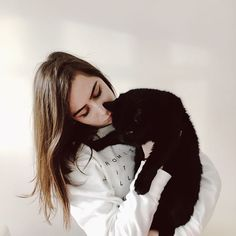 hello my family cat is called tufty and i love him very very much (edit jumper is my own merch lol from dodie.co) Freckles And Constellations, Dodie Clark, I Hope You Know, Kind Person, Shane Dawson, Dan And Phil, Her Music, Celebs, Celebrities