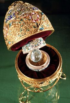 A Faberge Egg from the Kremlin Museum collection in Moscow, Russia, March The eggs were first designed in 1884 by the artist Peter Carl Faberge who gave one to a Russian czar who then gave it to his wife as an Easter gift. Fabrege Eggs, Objets Antiques, Faberge Jewelry, Egg Art, Russian Art, Objet D'art, Egg Decorating, Museum Collection, Easter Eggs