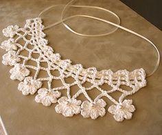Delicadeza em uma peça . Confira os colares de crochê!