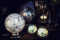 Journey Time - Theme:The Time. Time runs without pause that draw the story of our lives and the mutation of the world, the fact of travel and culture.