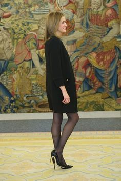 King Felipe of Spain and Queen Letizia of Spain receive Academia de las Artes y Las Ciencias Cinematograficas members at the Zarzuela Palace on December 2014 in Madrid, Spain. Sexy Older Women, Classy Women, Style Royal, Executive Woman, Pantyhose Outfits, Laetitia, Fashion Tights, Gothic Fashion, Nylons Heels