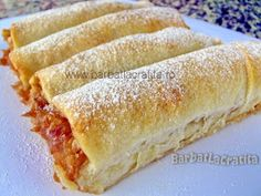 Strudele cu mere pudrate cu zahar Strudel, Romanian Desserts, Romanian Food, Baking Recipes, Cake Recipes, Dessert Recipes, Just Desserts, Delicious Desserts, Good Food