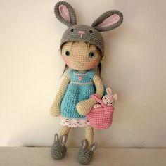#crochet, free pattern, Lily doll with rabbit hat and accessories, amigurumi, stuffed toy, more patterns on site, #haken, gratis patroon (Engels), pop Lily, speelgoed, #haakpatroon, meer patronen op de site: Ami Fun in the Sun