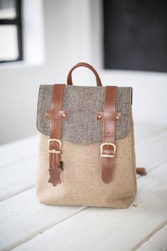 Minimalistischer #Rucksack aus beige und grauem Webstoff. Der Rucksack hat eine Innentasche und verstellbare Träger. / minimalistic #backpack in beige and grey made by Shoko via DaWanda.com