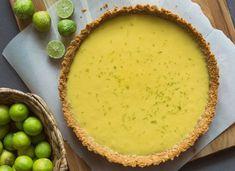 Key lime pie eli limepiirakka on taivaallisen hyvää Low Carb Keto, Low Carb Recipes, Healthy Recipes, Cake Recipes, Dessert Recipes, Desserts, A Food, Food And Drink, Fresh Avocado