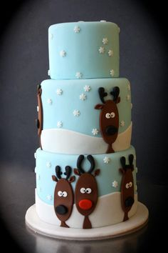 Might make this for Chistmas Eve with the family Winter themed reindeer cake. Might make this for Chistmas Eve with the family Christmas Cake Designs, Christmas Cake Decorations, Christmas Cupcakes, Christmas Sweets, Holiday Cakes, Christmas Baking, Xmas Cakes, Cosy Christmas, Reindeer Christmas
