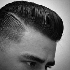 A well crafted and beautifully styled side parted pomp! Dressed with a cocktail of Layrite supershine & Layrite Super Hold Pomade