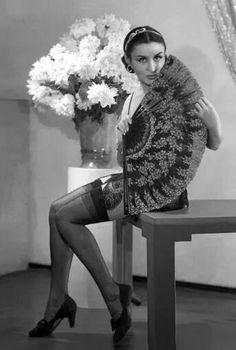 Tita Merello por Annemarie Heinrich. Margaret Bourke White, Divas, Carmen Miranda, Elvis Costello, Vintage Beauty, The Past, Glamour, Culture, Portrait