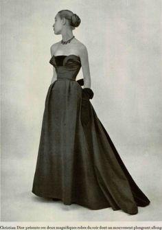 "Christian Dior A/H ""Autriche"". Vintage Dior, Vintage Gowns, Vintage Couture, Vintage Glamour, Vintage Outfits, Vintage Hats, 50 Fashion, Fashion History, Retro Fashion"