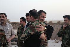 In Iraq le croci illuminano la notte per esorcizzare la paura Il villaggio cristiano di Alqosh, a nord di Mosul,  è ancora nelle grinfie dello Stato Islamico   SYLVAIN DORIENT/ALETEIA   http://it.aleteia.org/2016/07/19/iraq-reportage-alqosh-curdi-proteggere-cristiani/