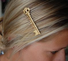 Gold Skeleton Key Hair Comb. $13.00, via Etsy.
