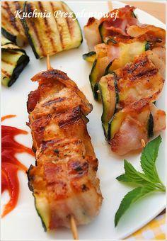 Szaszłyki ślimakowe z kurczakiem, boczkiem i cukinią Polish Recipes, Calzone, Zucchini, Bbq, Recipies, Goodies, Food And Drink, Chicken, Vegetables