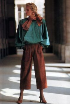 fashion outfits costumes style Yves Saint Laurent Rive Gauche, American Vogue, September Photograph by Arthur Elgort. 80s And 90s Fashion, High Fashion Looks, Retro Fashion, Vintage Fashion, Moda Vintage, Vintage Mode, Yves Saint Laurent, Modest Fashion, Fashion Outfits